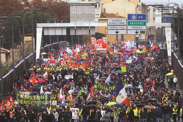França. Centenas de milhares contra reforma das pensões