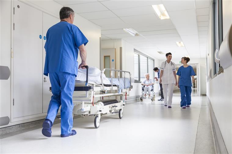 Falso médico deu consultas e ajudou em operações