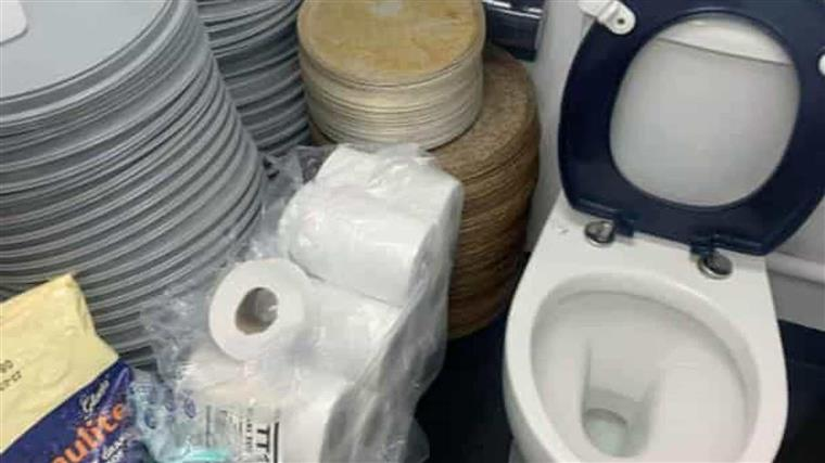Incredible Pizza Trays Arranged Next To The Toilet In A Popular Fast Machost Co Dining Chair Design Ideas Machostcouk