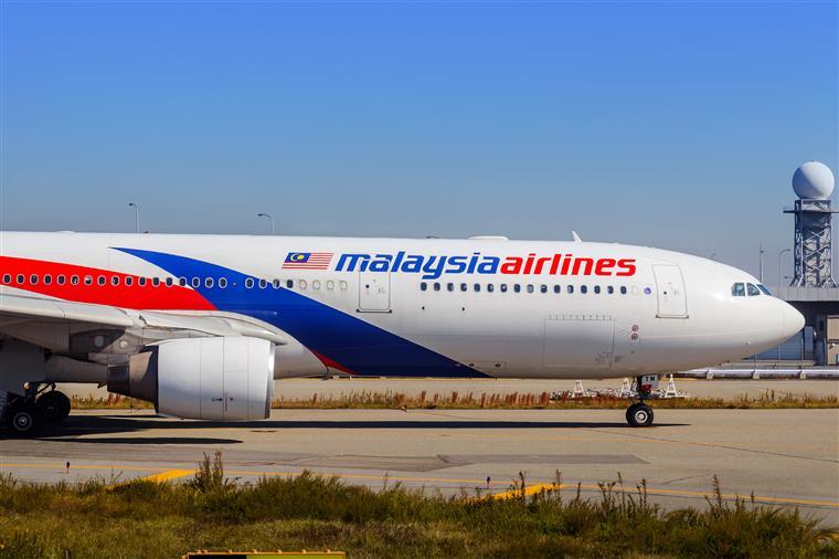 Assistente de bordo despedida por ter um quilo a mais perde caso em tribunal contra companhia aérea