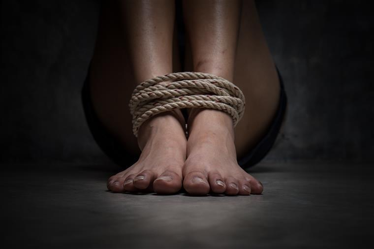 Mulher sequestrada e agredida por pai e irmão em Santarém