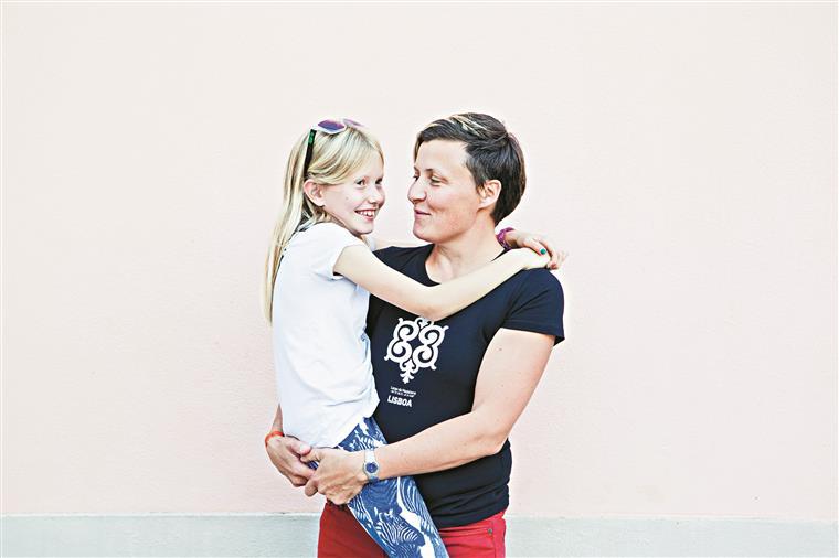 Isabella é a mais velha das três filhas de Liz Corder. Vivem em Brighton, uma das cidades mais gay friendly da Europa
