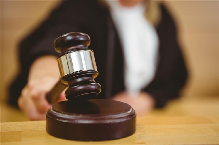 Os dois arguidos acusados de homicídio qualificado estão presos preventivamente