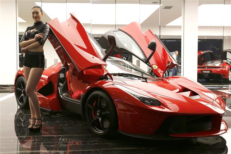 Ferrari entra em bilsa com 52 dólares por acção