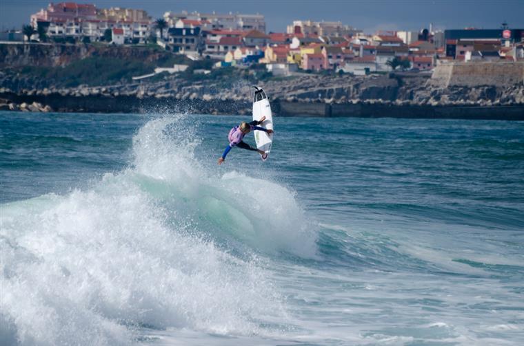 Tiago Pires, Vasco Ribeiro e Frederico Morais são os surfistas portugueses em competição