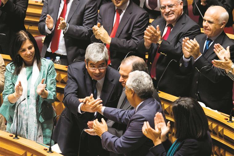 Falando já como presidente eleito, Ferro Rodrigues exigiu respeito pela Assembleia