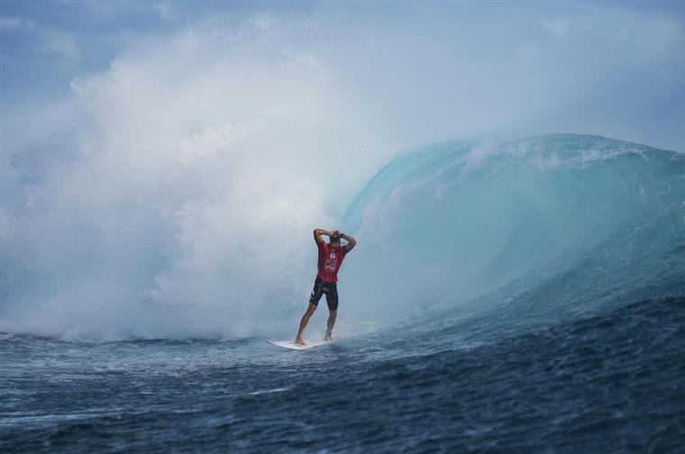 Owen Wright entrou este ano para a história ao tornar-se o primeiro surfista a alcançar no mesmo evento duas pontuações totais de 20 (o máximo possível). O espectáculo aconteceu nas Fiji e foi o australiano quem venceu a prova