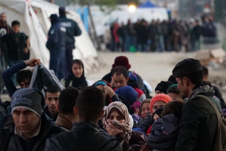 Mais de 50 mil pessoas entraram na Grécia nos últimos dias, o recorde de entradas numa só semana desde Janeiro
