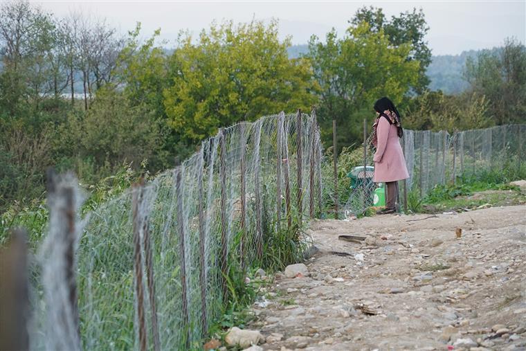 Idomeni, uma aldeia de 194 habitantes, tem assistido a mais de 5 mil passagens diárias