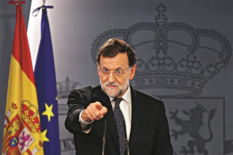 O líder do governo ameaça acabar com a autonomia da Catalunha