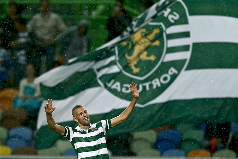 Slimani festeja o segundo golo ao Vitória