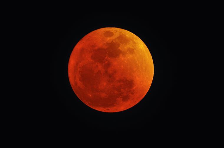 Há várias previsões associadas à Lua Vermelha