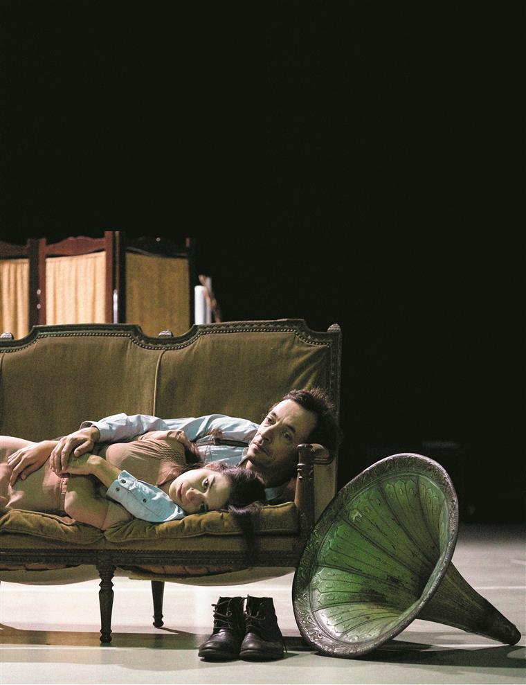 Inês Pereira é Laura e Pedro Lacerda interpreta Tom