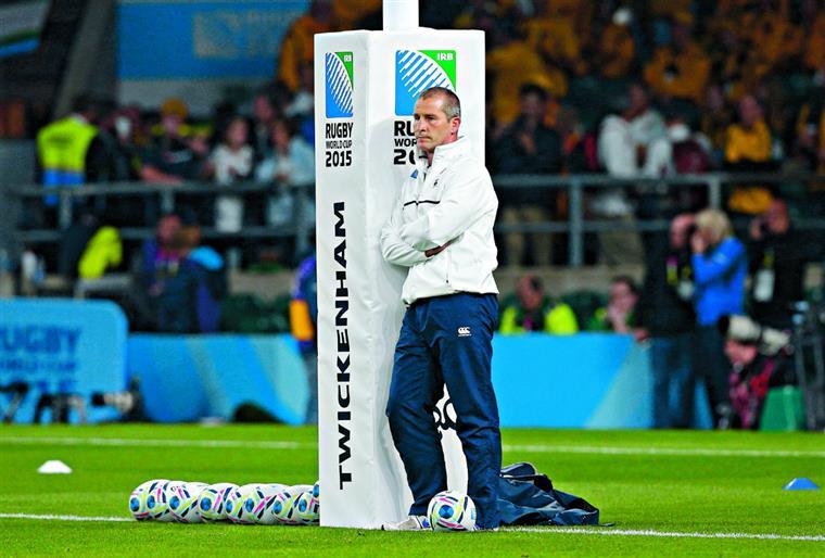 Seleccionador ficou isolado após o fracasso da equipa no Mundial caseiro