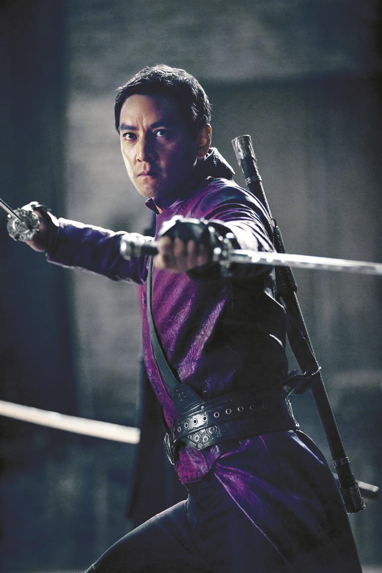 Na série, Daniel Wu é Sunny, o guerreiro mais impiedoso de Badlands