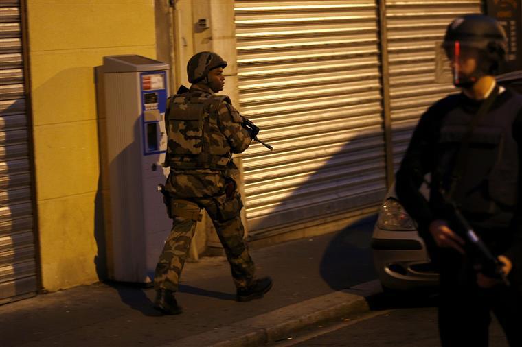 A polícia francesa enviou uma ordem de busca aos seus homólogos belgas para que detenham o suspeito