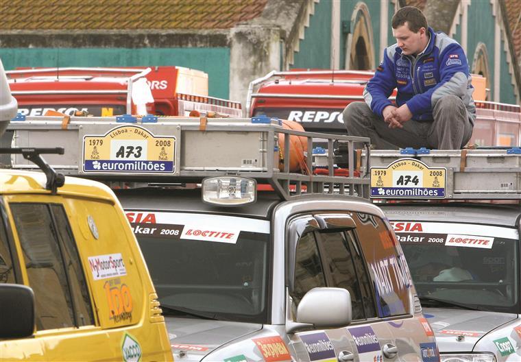 Em Lisboa, os pilotos do rali Dakar desesperavam. Mas, por motivos de segurança, a prova foi cancelada pela primeira vez na história