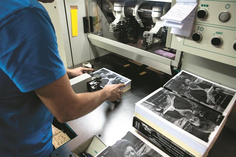 O livro inclui fotos de época e reproduções dos manuscritosoriginais