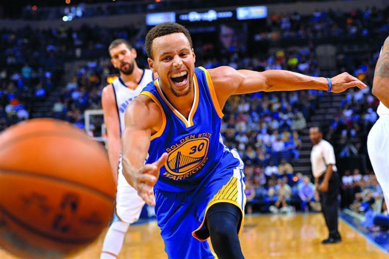 Curry foi o melhor jogador da fase regular do ano passado e reapareceu ainda melhor