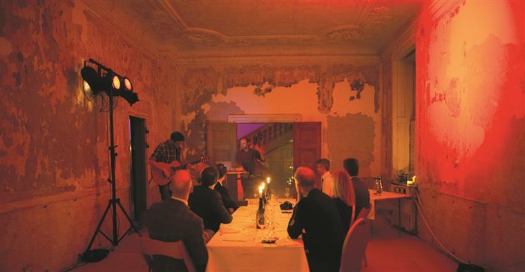 Os jantares da Silver Spoon são sempre em espaços improváveis. Os participantes só sabem em cima da hora
