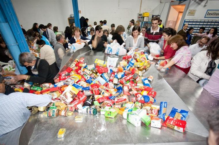 Resultado de imagem para Campanha do Banco Alimentar arranca hoje com mais de 40 mil voluntários