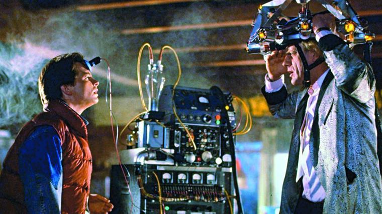 "Marty McFly e Doc Brown numa cena do primeiro capítulo da saga ""Regresso ao Futuro"""