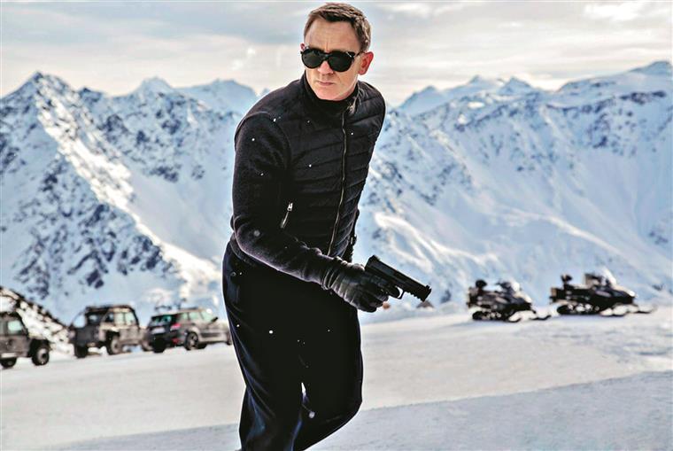 Daniel Craig é um Bond à beira da reforma