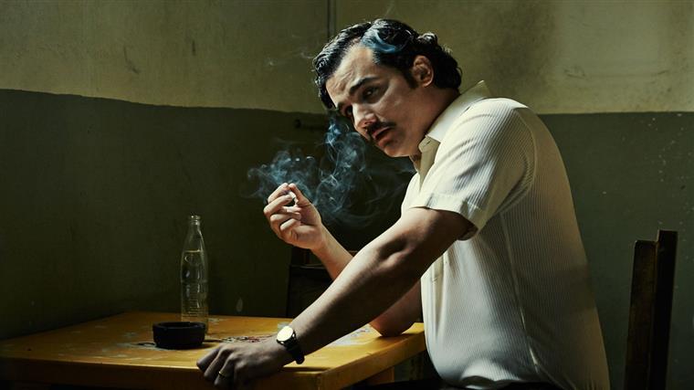 A série Narcos está disponível no Netflix