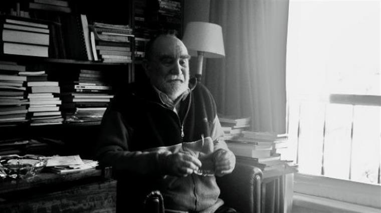 Uma das raras fotografias do poeta em vida