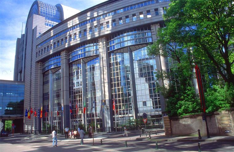 Bruxelas garante que a corrdcção do défice não está definida