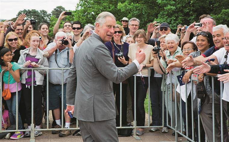 Príncipe Carlos vai fazer uma visita de três dias à Irlanda