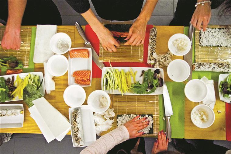 Uma mesa bonita é isto: ingredientes de qualidade, lâminas afiadas e, claro está, mãos lavadas, tem de ser