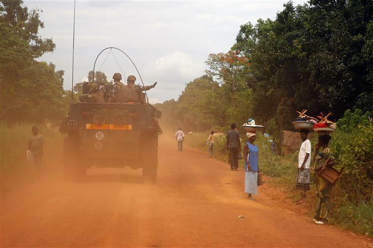 Imagem das tropas francesas em patrulha em Sibut (a 200km da capital Bangui)