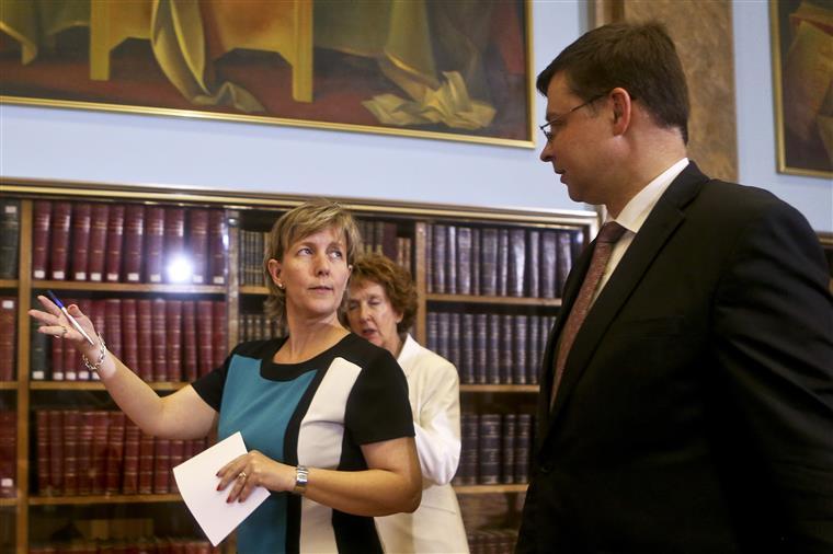 Maria Luis com Valdis Dombrovskis, comissário europeu para o Euro e Diálogo Social