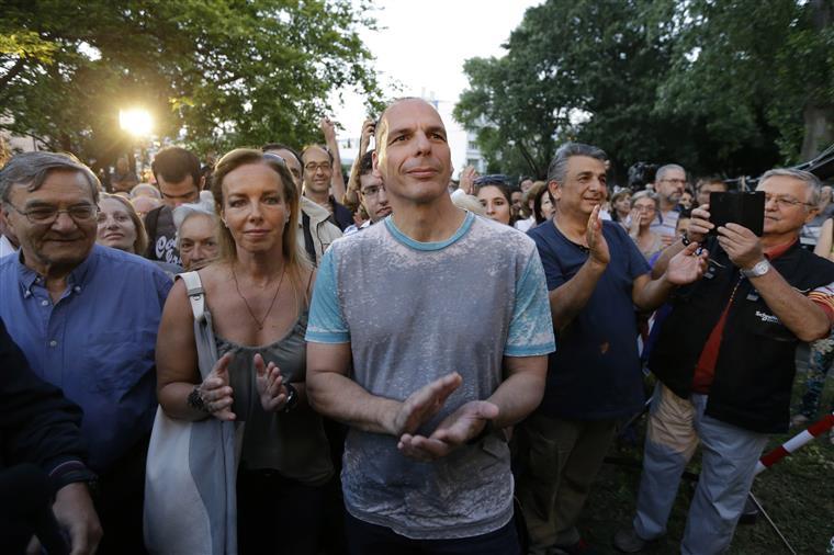Varoufakis ao lado da mulher, Danae Stratou