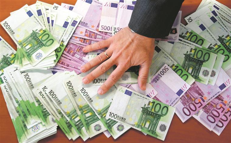 Comissão Europeia quer apertar a fiscalização ao branqueamento de capitais