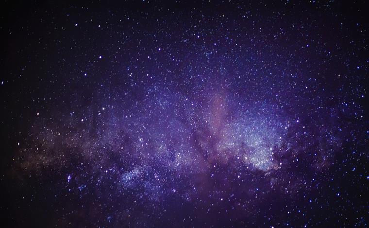 A galáxia é três vezes mais brilhante do que uma outra dos primeiros tempos do Universo, a Himiko