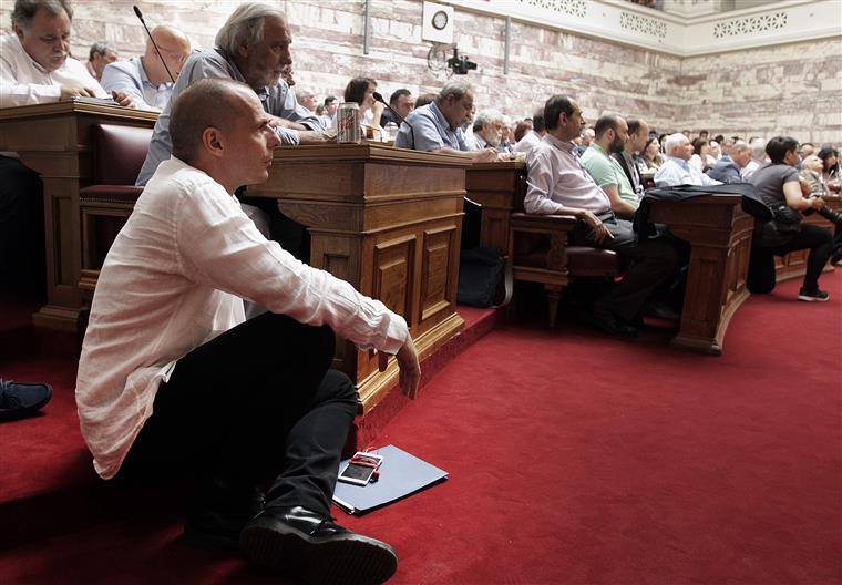 Uma das fotografias tiradas a Varoufakis esta terça-feira no parlamento grego