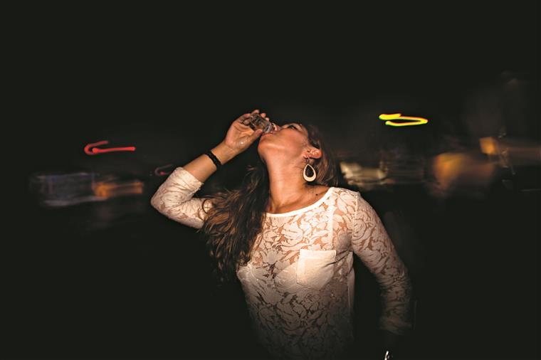Distinguir quem é menor de quem não é ou controlar as bebidas compradas pelos mais velhos são as maiores dificuldades sentidas pelas discotecas