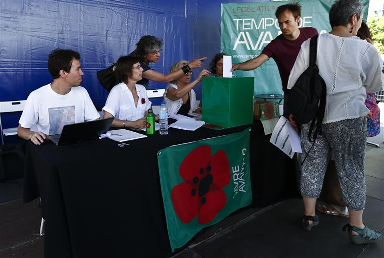 Votação das listas de candidatos do partido Livre e da candidatura cidadã Tempo de Avançar