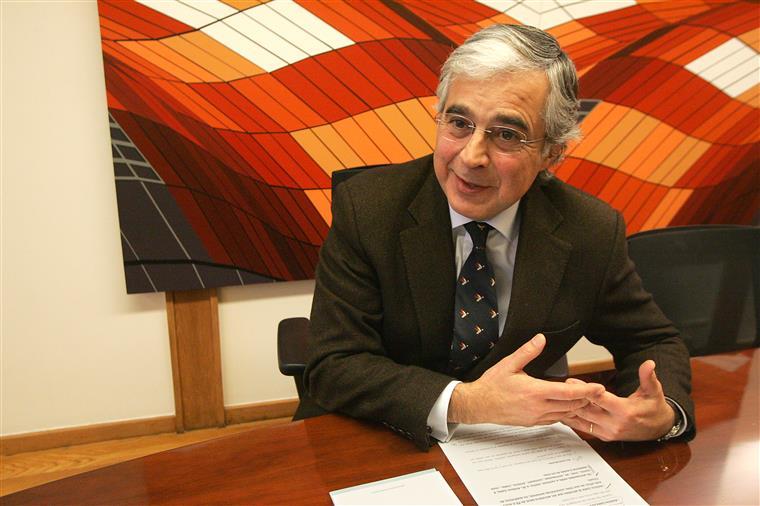 Aguiar-Branco referiu que os decretos regulamentares dos ramos das Forças Armadas não eram revistos e actualizados desde 1994.
