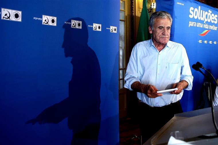 Jerónimo de Sousa antes do discurso de apresentação das listas para as legislativas