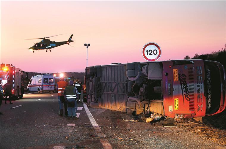 Um autocarro despistou-se a semana passada na A2, perto de Castro Verde. Do acidente resultaram três vítimas mortais e 17 feridos