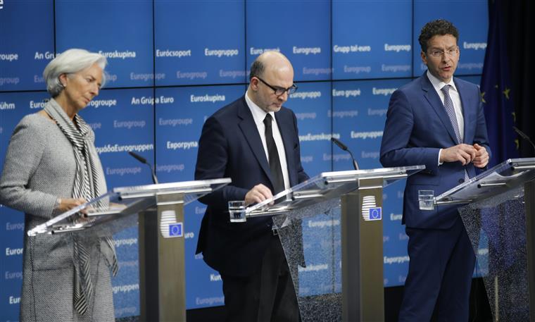 Para isso é necessário que haja acordo no Eurogrupo deste sábado, o que inclui medidas como aumentos no IVA ou redução das pensões.