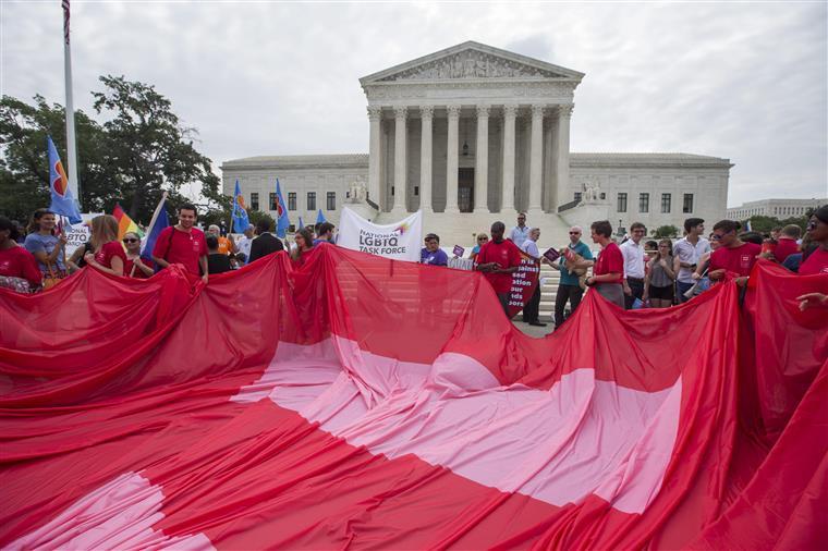 Apoiantes do casamento gay em frente ao Supremo Tribunal, em Washington