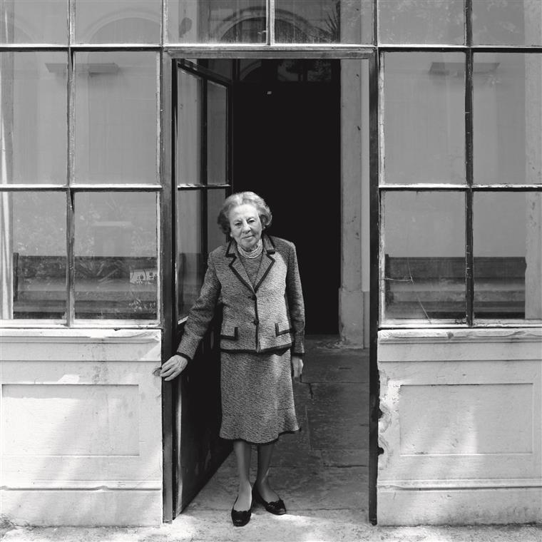 A fundadora do PS fotografada pelo i para a entrevista que deu a meio de Maio, dias depois de completar 90 anos