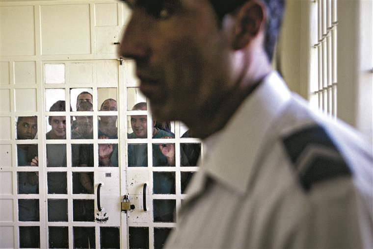 Apesar de as cadeias estarem a rebentar pelas costuras, o número de reclusos continua a aumentar