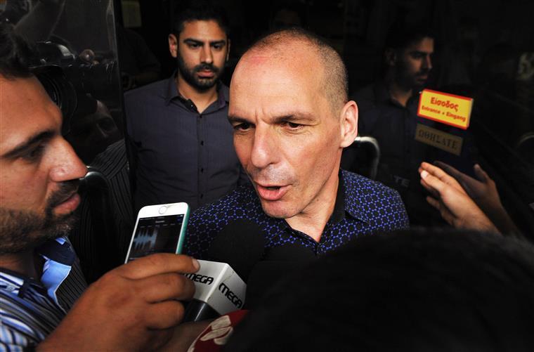 Yanis Varoufakis foi desmentido pela sua própria voz