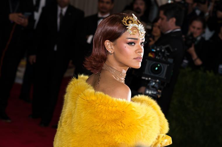 Rihanna. Uma história de nudez e violência (vídeo)