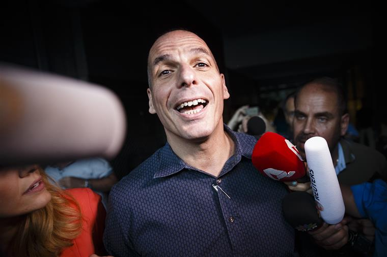 Varoufakis ironiza sobre as acusações que foram apresentadas